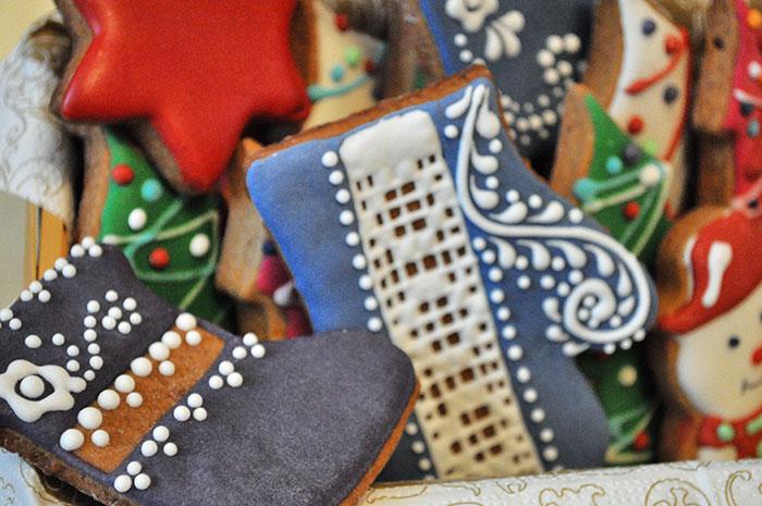 Изготовление пряников на заказ с логотипом компании новогодние пряники в Москве
